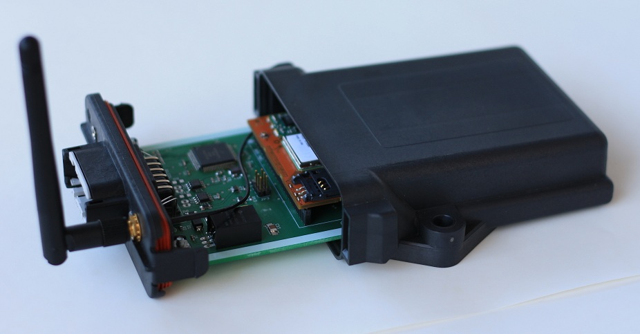 GSM modem with dual CAN in Deutsch enclosure